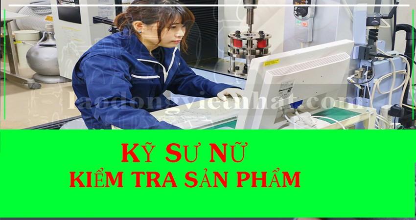 kỹ sư nữ kiểm tra sản phẩm